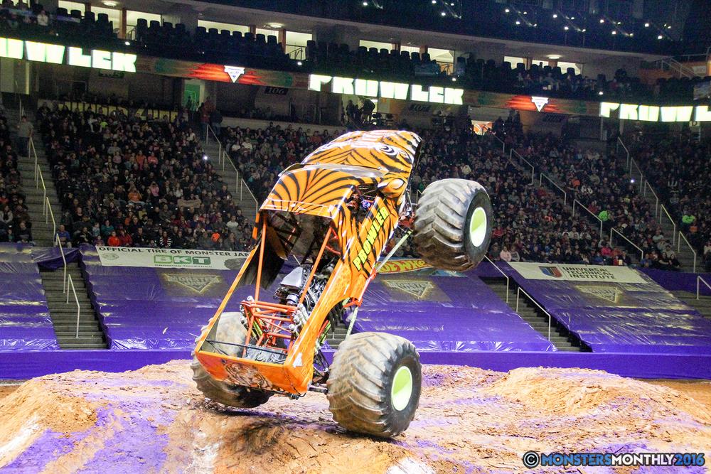 33-monsters-monthly-monster-jam-thompson-boling-arena-2016-grave-digger-carolina-crusher-prowler-predator-saigon-shaker-backdraft-instagator-bad-news copy.jpg