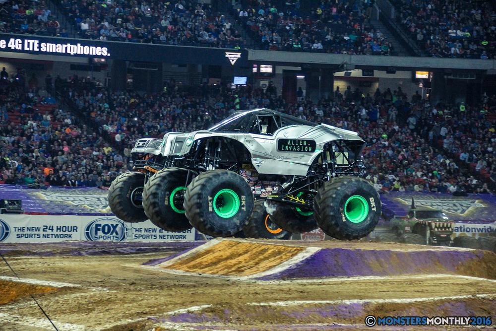 09-monsterjam-georgiadome-march-2016-monstersmonthly-monster-truck-racing-freestyle copy.jpg