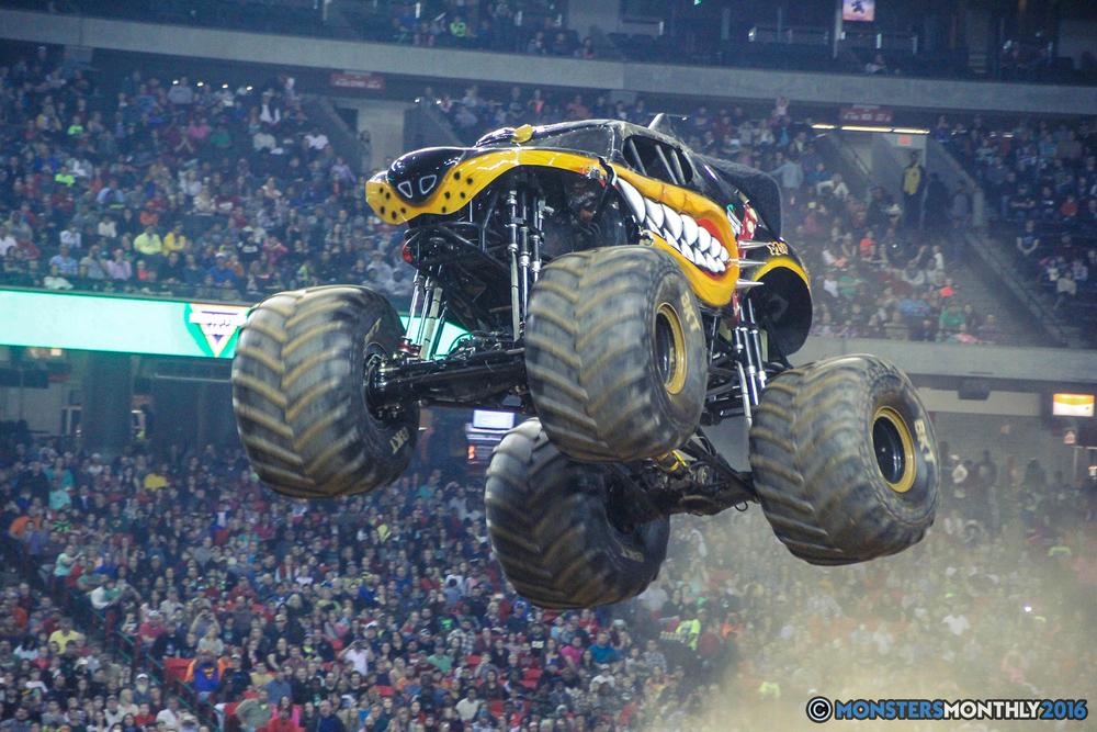 61-monsterjam-georgiadome-march-2016-monstersmonthly-monster-truck-racing-freestyle copy.jpg