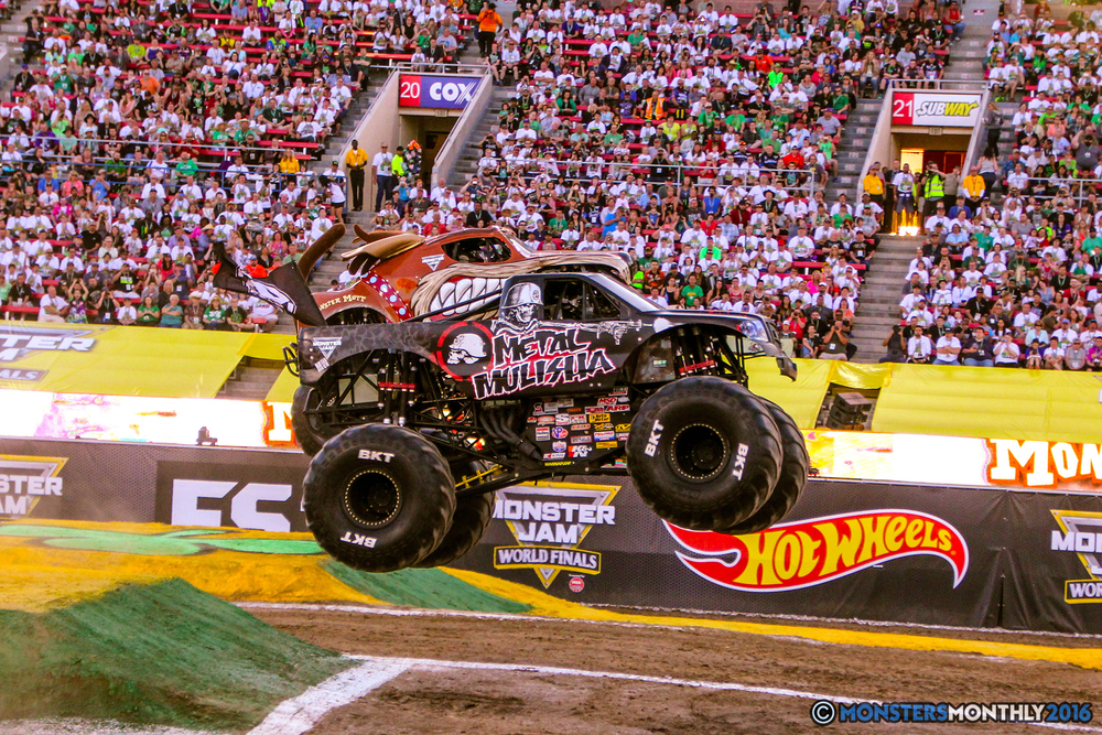 04-monsterjam-worldfinals-qualifying-2016-monstersmonthly-sam-boyd-stadium-las-vegas.jpg