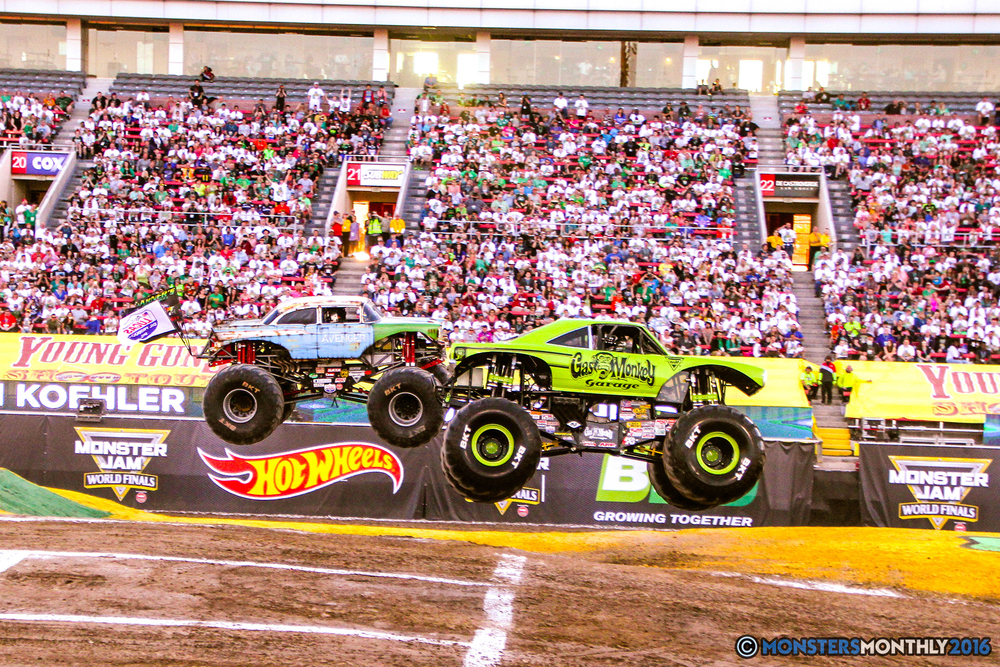 03-monsterjam-worldfinals-qualifying-2016-monstersmonthly-sam-boyd-stadium-las-vegas.jpg