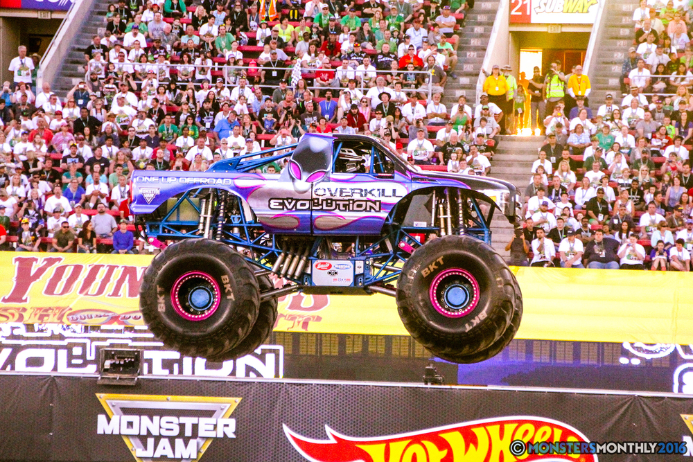08-monsterjam-worldfinals-qualifying-2016-monstersmonthly-sam-boyd-stadium-las-vegas.jpg