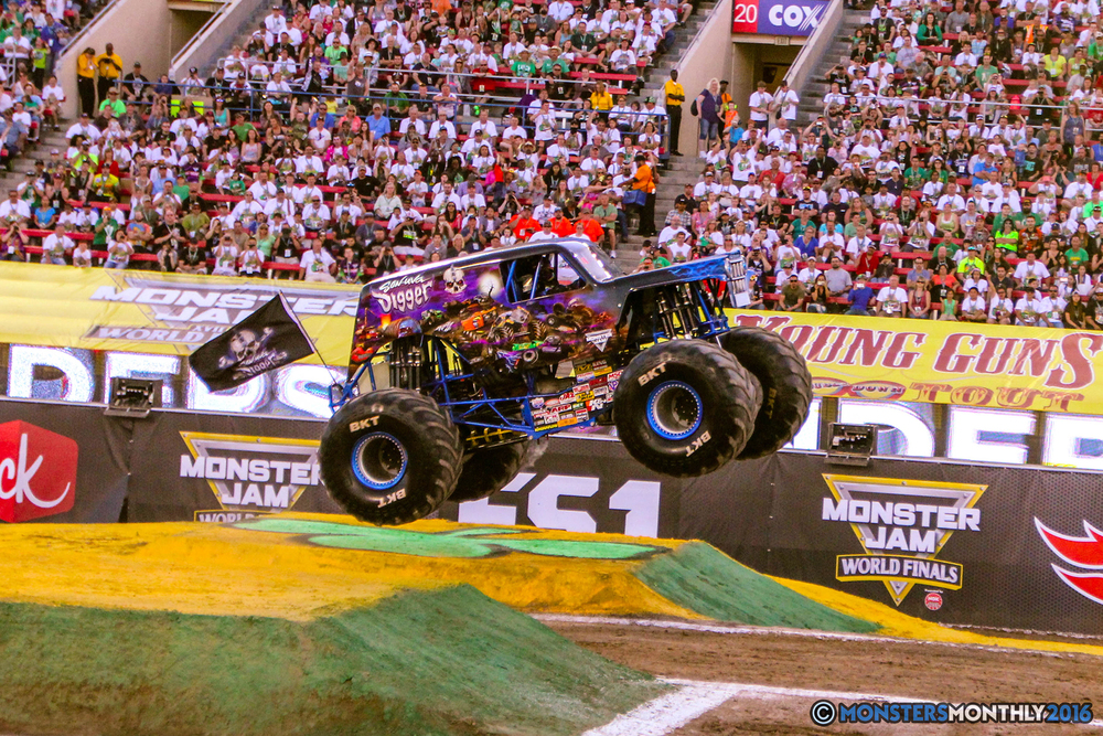 09-monsterjam-worldfinals-qualifying-2016-monstersmonthly-sam-boyd-stadium-las-vegas.jpg