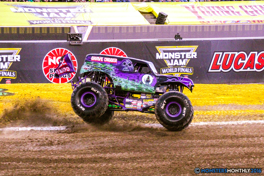 17-monsterjam-worldfinals-qualifying-2016-monstersmonthly-sam-boyd-stadium-las-vegas.jpg