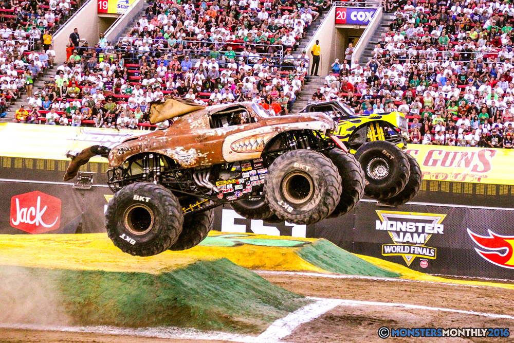 23-monsterjam-worldfinals-qualifying-2016-monstersmonthly-sam-boyd-stadium-las-vegas.jpg