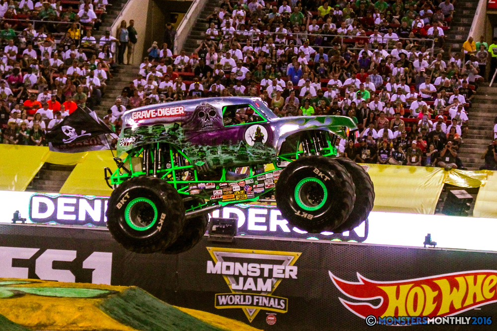 30-monsterjam-worldfinals-qualifying-2016-monstersmonthly-sam-boyd-stadium-las-vegas.jpg