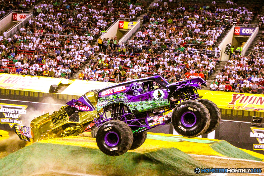 37-monsterjam-worldfinals-qualifying-2016-monstersmonthly-sam-boyd-stadium-las-vegas.jpg