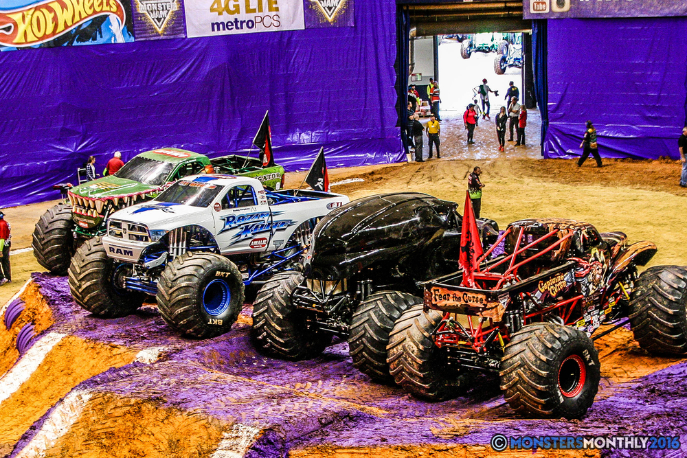 01-monster-jam-utc-mckenzie-arena-chattanooga-tennessee-monstersmonthly-monster-truck-race-gravedigger-monstermutt-xtermigator-razin-kane-doomsday-captainscurse-2016.jpg