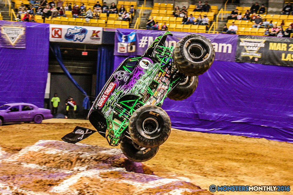 32-monster-jam-utc-mckenzie-arena-chattanooga-tennessee-monstersmonthly-monster-truck-race-gravedigger-monstermutt-xtermigator-razin-kane-doomsday-captainscurse-2016.jpg