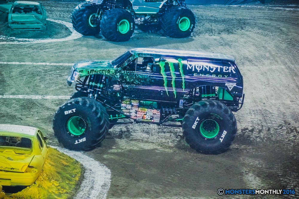 01-the-monster-jam-world-finals-racing-championship-pictures-2016-sam-boyd-stadium-las-vegas-monstersmonthly.jpg
