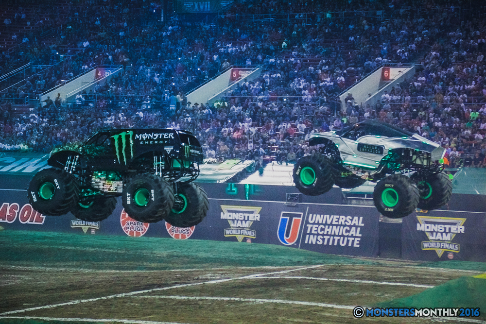 02-the-monster-jam-world-finals-racing-championship-pictures-2016-sam-boyd-stadium-las-vegas-monstersmonthly.jpg