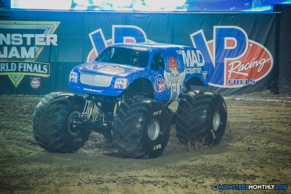 03-the-monster-jam-world-finals-racing-championship-pictures-2016-sam-boyd-stadium-las-vegas-monstersmonthly.jpg