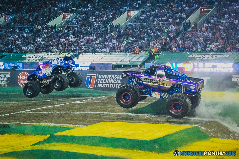 04-the-monster-jam-world-finals-racing-championship-pictures-2016-sam-boyd-stadium-las-vegas-monstersmonthly.jpg