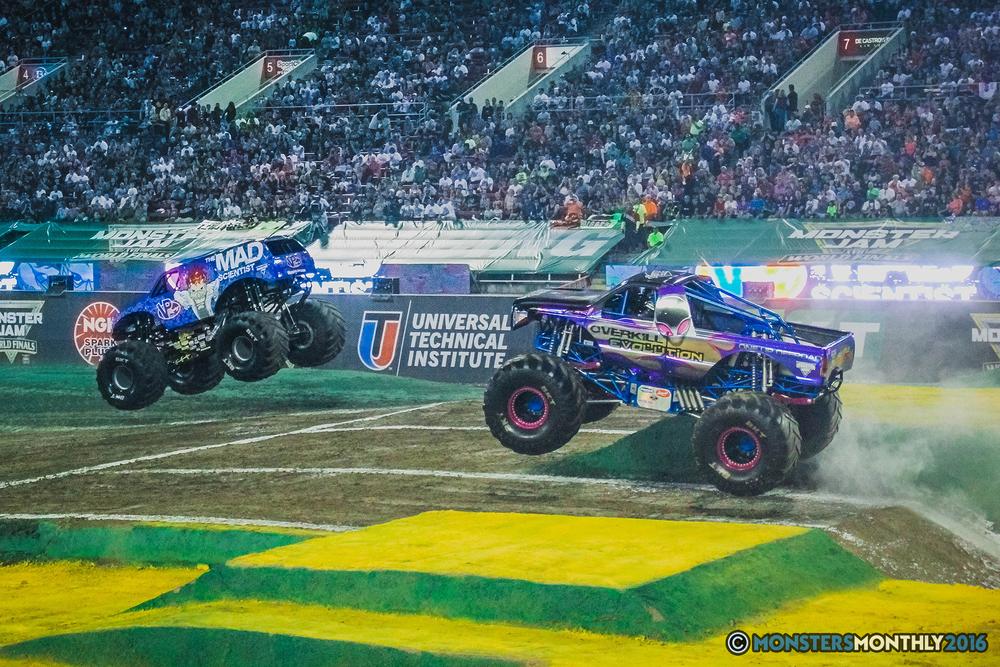 04-the-monster-jam-world-finals-racing-championship-pictures-2016-sam-boyd-stadium-las-vegas-monstersmonthly.jpg