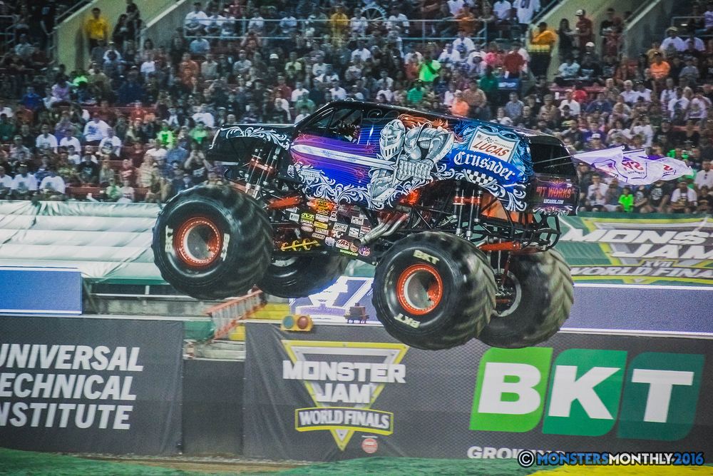 06-the-monster-jam-world-finals-racing-championship-pictures-2016-sam-boyd-stadium-las-vegas-monstersmonthly.jpg