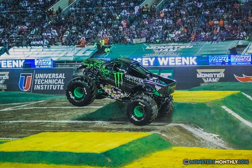 05-the-monster-jam-world-finals-racing-championship-pictures-2016-sam-boyd-stadium-las-vegas-monstersmonthly.jpg