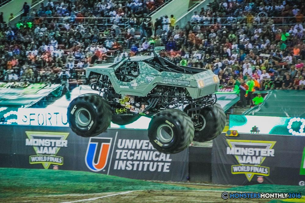10-the-monster-jam-world-finals-racing-championship-pictures-2016-sam-boyd-stadium-las-vegas-monstersmonthly.jpg