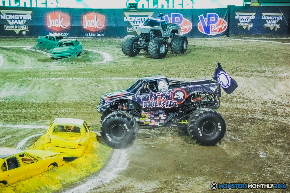 09-the-monster-jam-world-finals-racing-championship-pictures-2016-sam-boyd-stadium-las-vegas-monstersmonthly.jpg