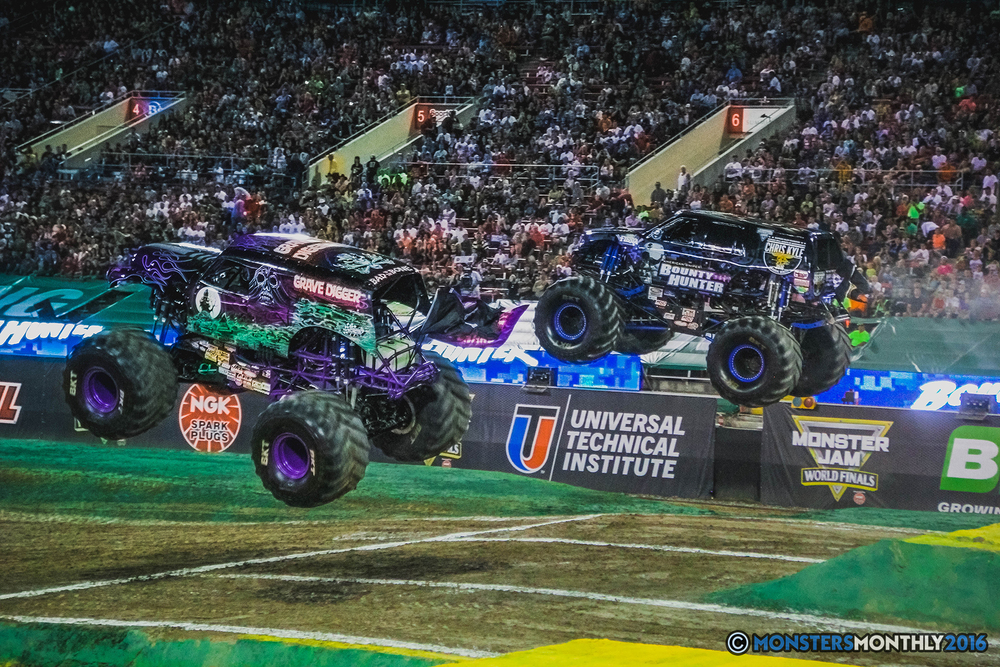 12-the-monster-jam-world-finals-racing-championship-pictures-2016-sam-boyd-stadium-las-vegas-monstersmonthly.jpg
