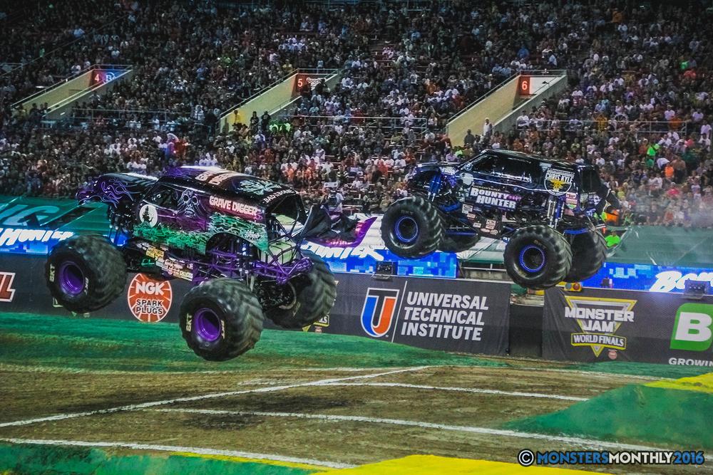 12-the-monster-jam-world-finals-racing-championship-pictures-2016-sam-boyd-stadium-las-vegas-monstersmonthly.jpg