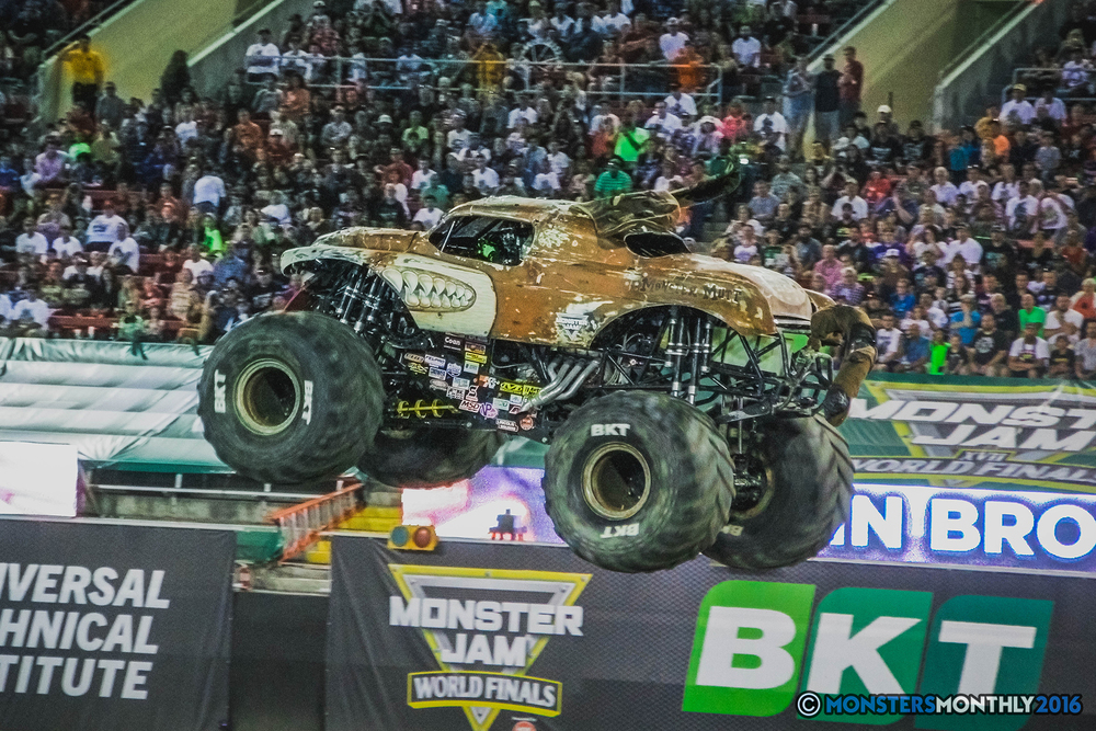14-the-monster-jam-world-finals-racing-championship-pictures-2016-sam-boyd-stadium-las-vegas-monstersmonthly.jpg
