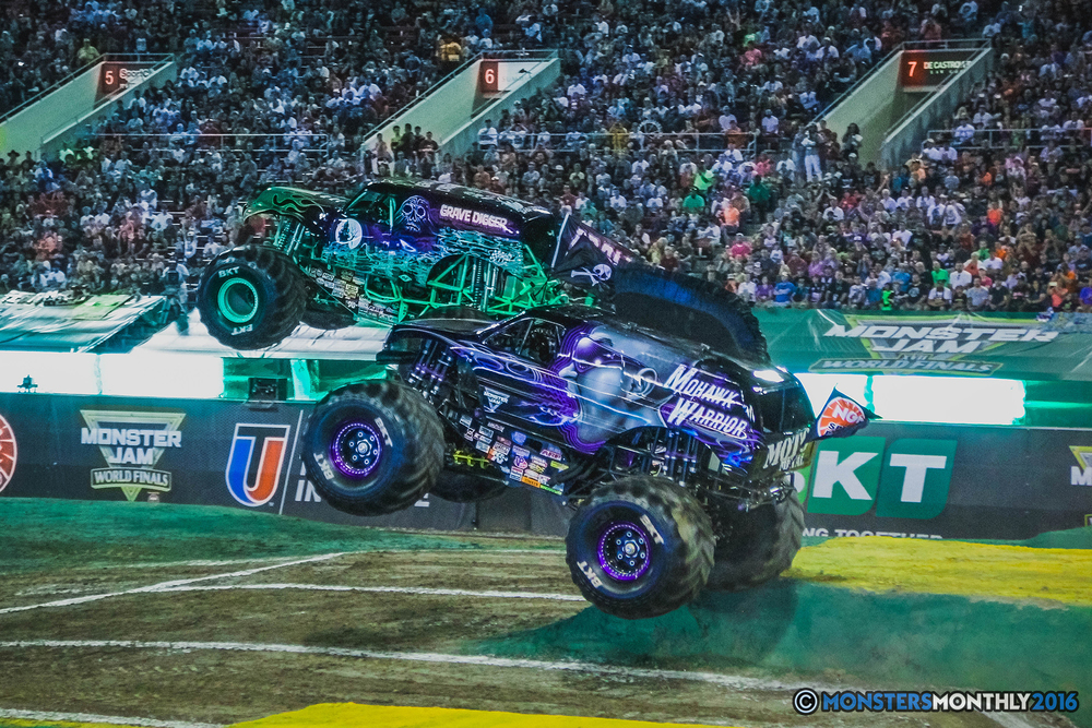 16-the-monster-jam-world-finals-racing-championship-pictures-2016-sam-boyd-stadium-las-vegas-monstersmonthly.jpg