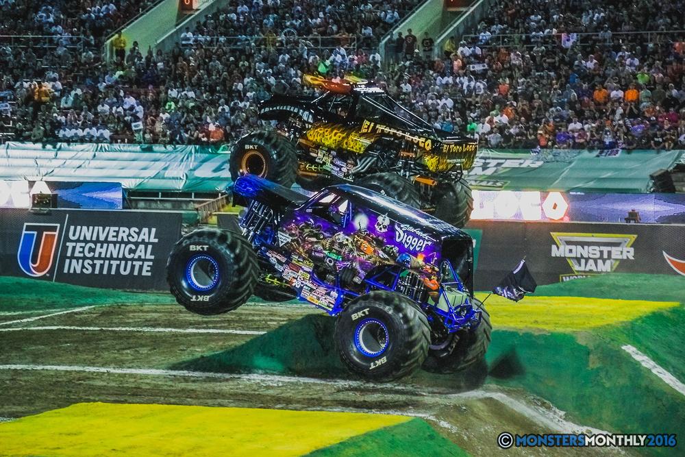 17-the-monster-jam-world-finals-racing-championship-pictures-2016-sam-boyd-stadium-las-vegas-monstersmonthly.jpg