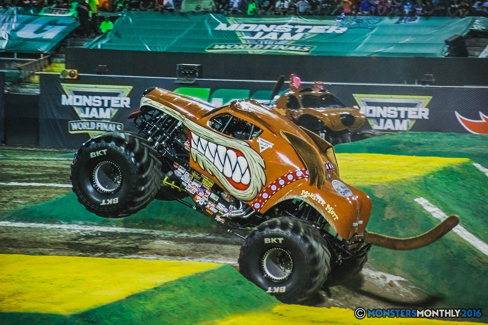 18-the-monster-jam-world-finals-racing-championship-pictures-2016-sam-boyd-stadium-las-vegas-monstersmonthly.jpg