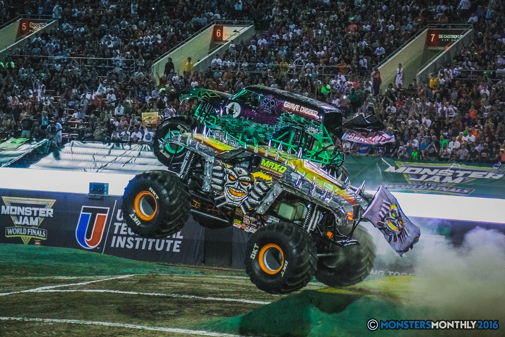 19-the-monster-jam-world-finals-racing-championship-pictures-2016-sam-boyd-stadium-las-vegas-monstersmonthly.jpg