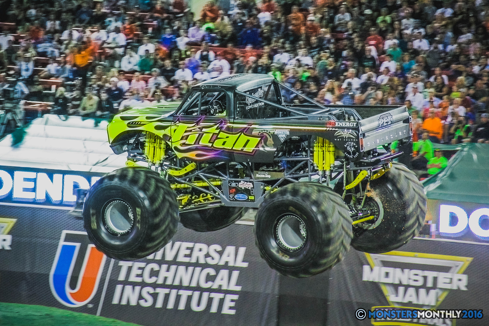 20-the-monster-jam-world-finals-racing-championship-pictures-2016-sam-boyd-stadium-las-vegas-monstersmonthly.jpg