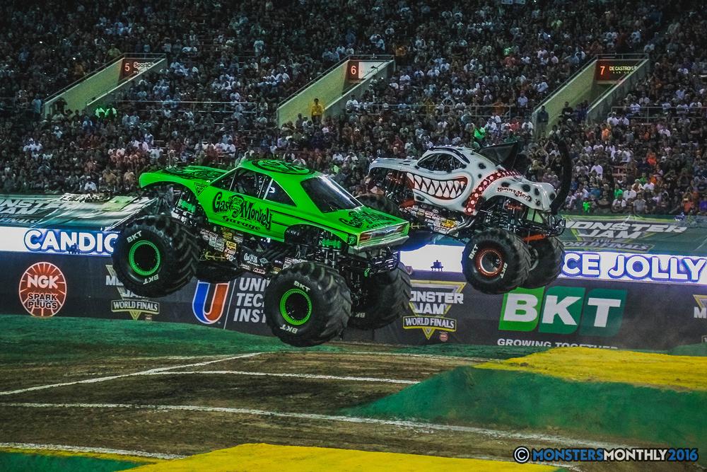 21-the-monster-jam-world-finals-racing-championship-pictures-2016-sam-boyd-stadium-las-vegas-monstersmonthly.jpg