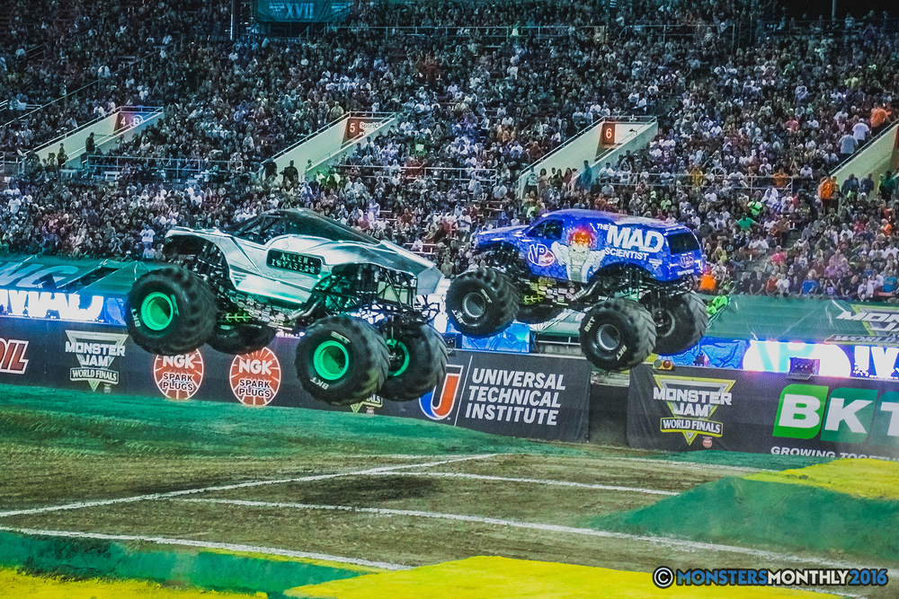 22-the-monster-jam-world-finals-racing-championship-pictures-2016-sam-boyd-stadium-las-vegas-monstersmonthly.jpg