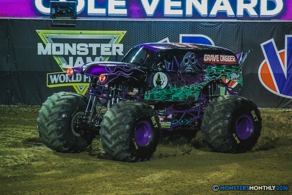 23-the-monster-jam-world-finals-racing-championship-pictures-2016-sam-boyd-stadium-las-vegas-monstersmonthly.jpg