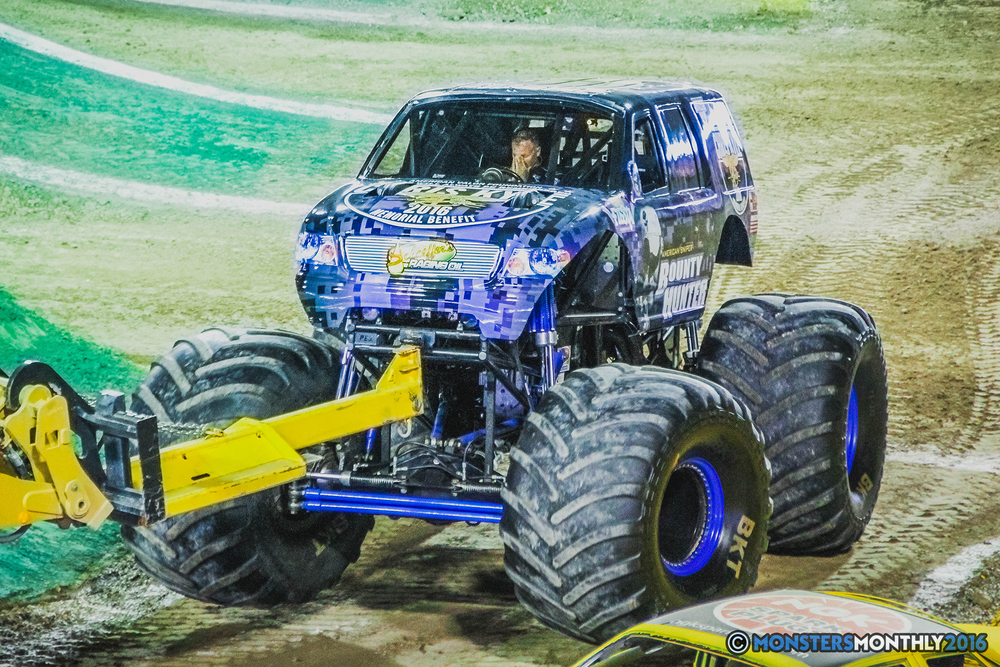 24-the-monster-jam-world-finals-racing-championship-pictures-2016-sam-boyd-stadium-las-vegas-monstersmonthly.jpg