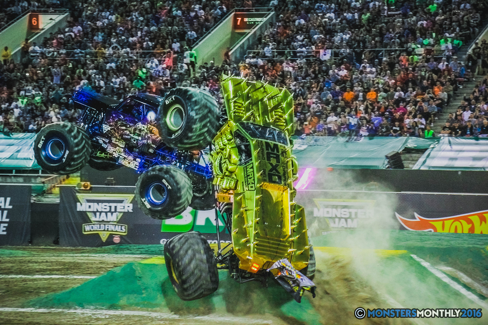 25-the-monster-jam-world-finals-racing-championship-pictures-2016-sam-boyd-stadium-las-vegas-monstersmonthly.jpg