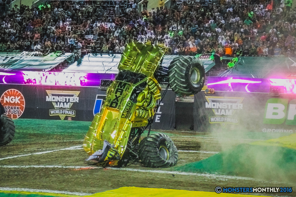 26-the-monster-jam-world-finals-racing-championship-pictures-2016-sam-boyd-stadium-las-vegas-monstersmonthly.jpg
