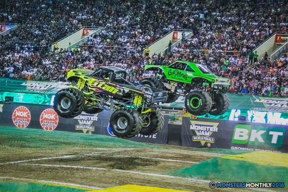 28-the-monster-jam-world-finals-racing-championship-pictures-2016-sam-boyd-stadium-las-vegas-monstersmonthly.jpg