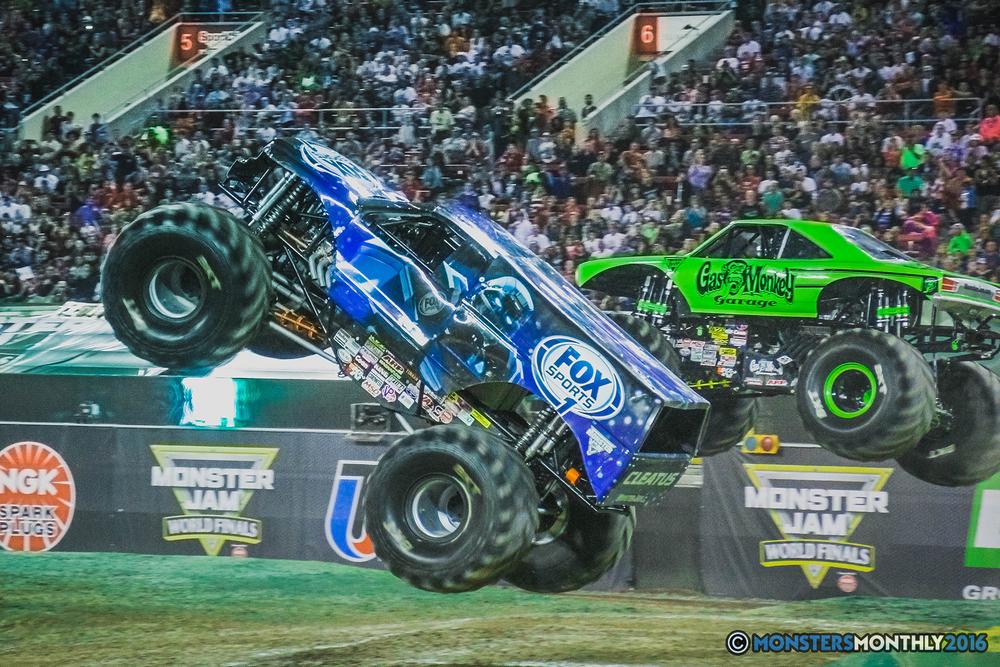32-the-monster-jam-world-finals-racing-championship-pictures-2016-sam-boyd-stadium-las-vegas-monstersmonthly.jpg