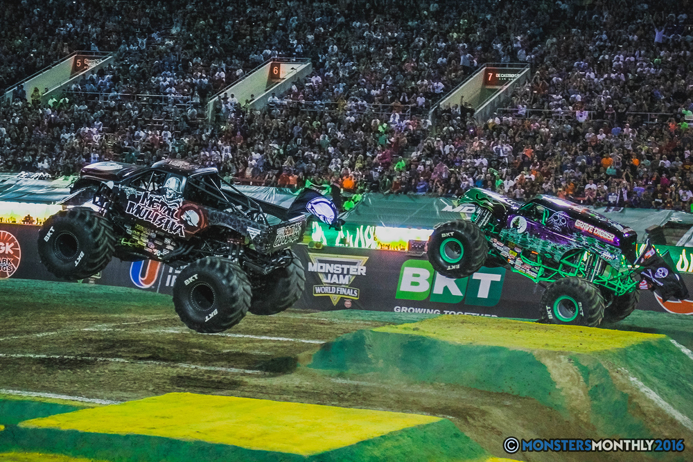 33-the-monster-jam-world-finals-racing-championship-pictures-2016-sam-boyd-stadium-las-vegas-monstersmonthly.jpg