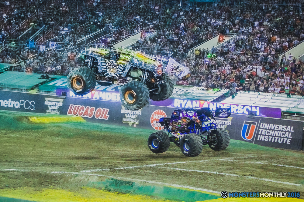 34-the-monster-jam-world-finals-racing-championship-pictures-2016-sam-boyd-stadium-las-vegas-monstersmonthly.jpg