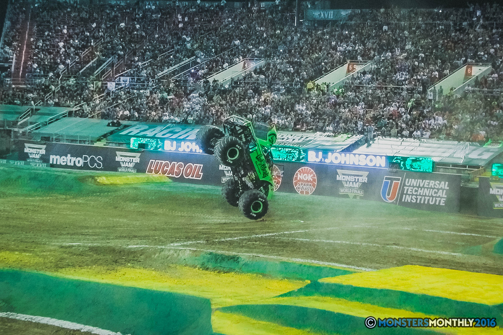 35-the-monster-jam-world-finals-racing-championship-pictures-2016-sam-boyd-stadium-las-vegas-monstersmonthly.jpg