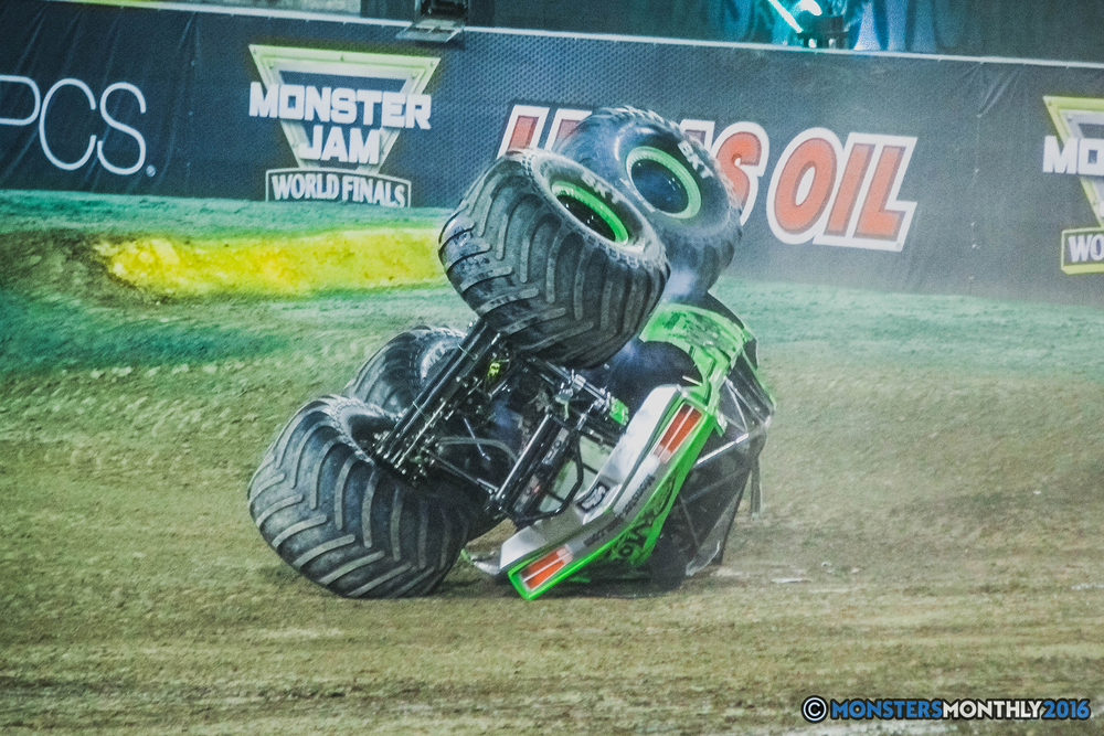 36-the-monster-jam-world-finals-racing-championship-pictures-2016-sam-boyd-stadium-las-vegas-monstersmonthly.jpg