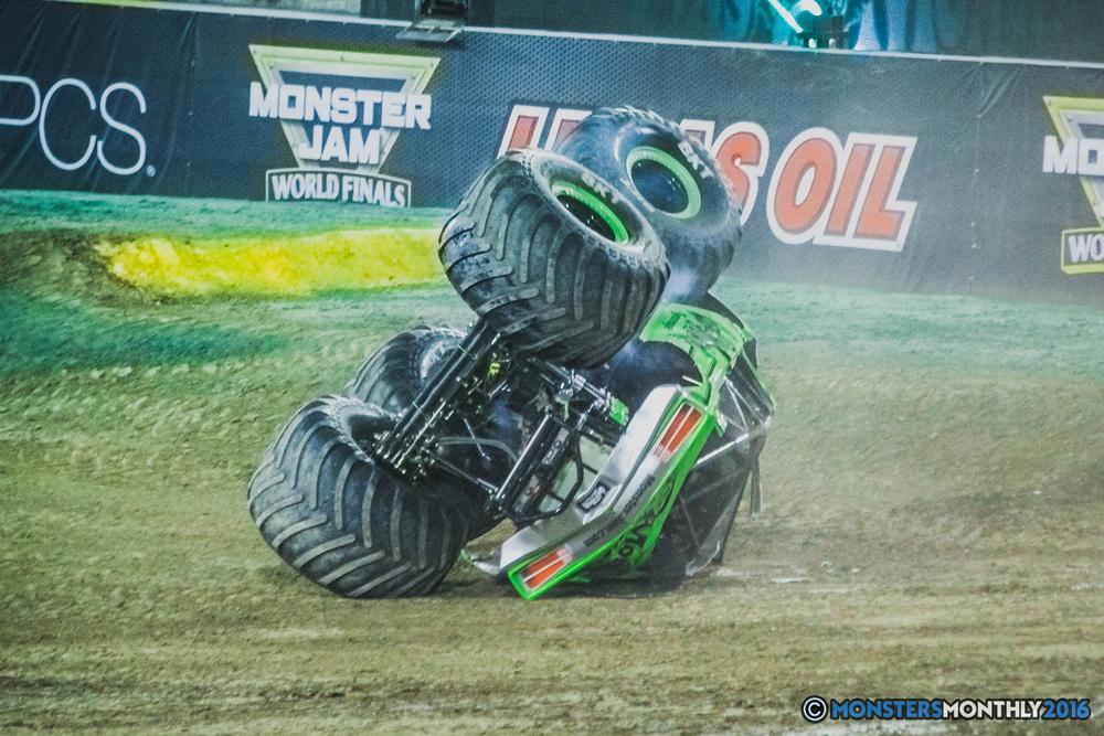 36-the-monster-jam-world-finals-racing-championship-pictures-2016-sam-boyd-stadium-las-vegas-monstersmonthly.jpg