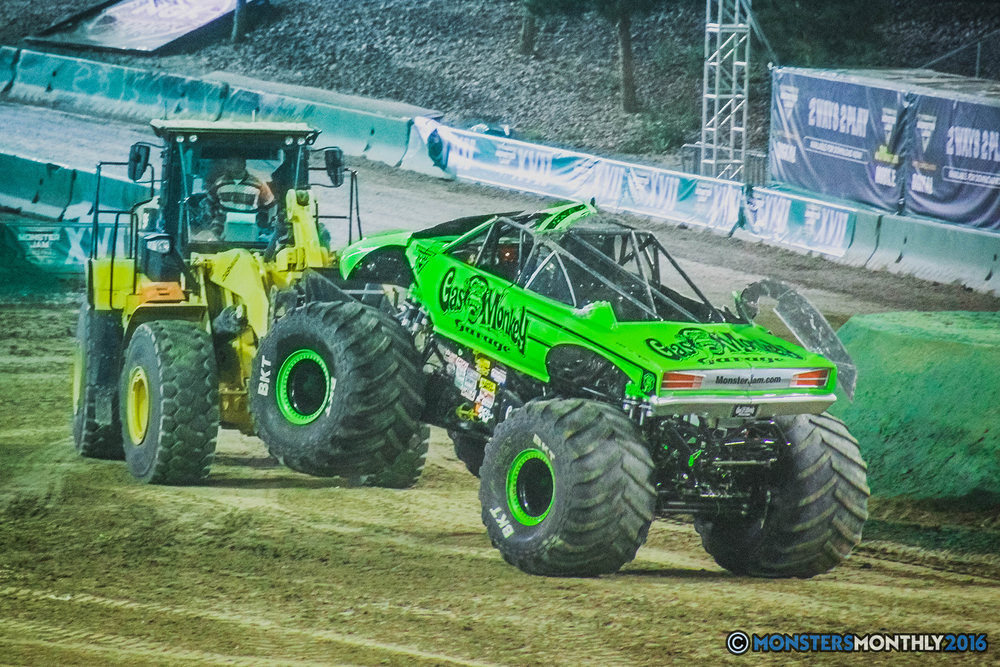37-the-monster-jam-world-finals-racing-championship-pictures-2016-sam-boyd-stadium-las-vegas-monstersmonthly.jpg