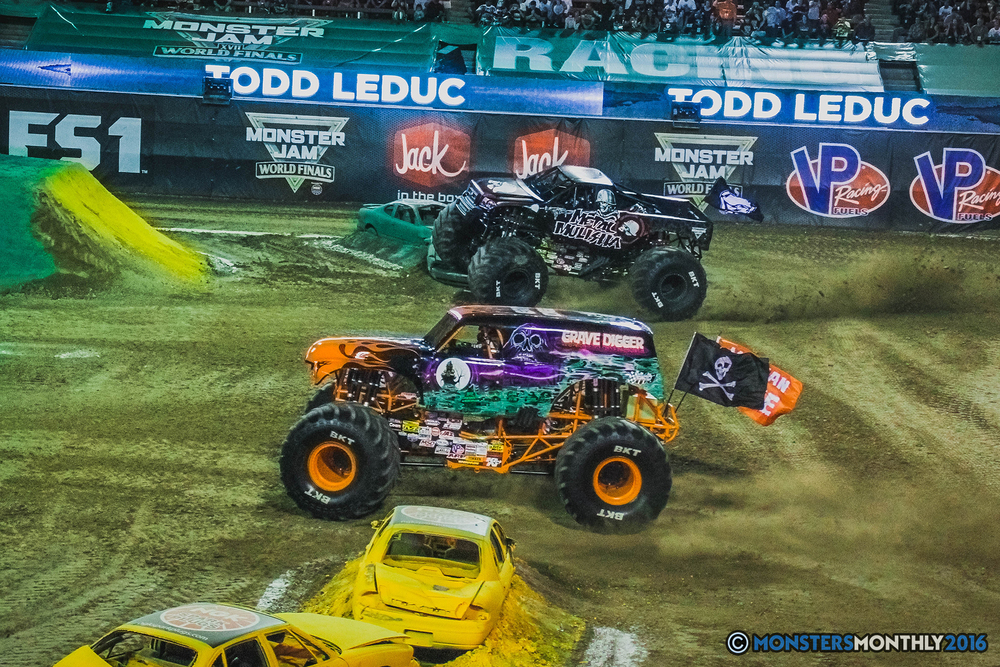 38-the-monster-jam-world-finals-racing-championship-pictures-2016-sam-boyd-stadium-las-vegas-monstersmonthly.jpg