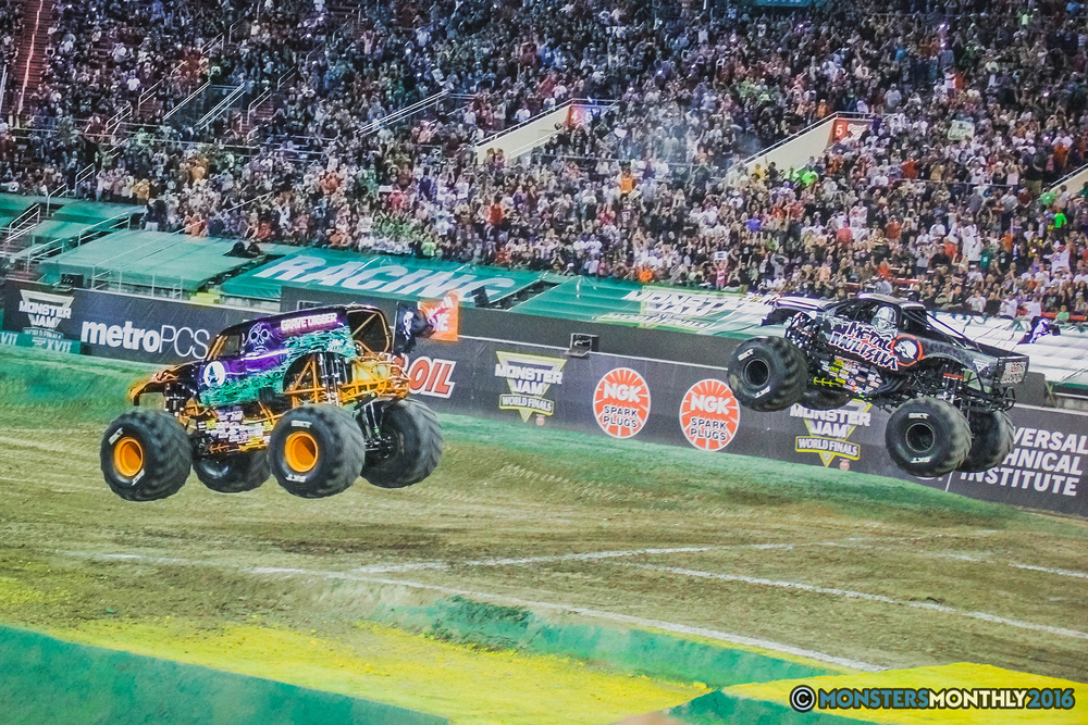 39-the-monster-jam-world-finals-racing-championship-pictures-2016-sam-boyd-stadium-las-vegas-monstersmonthly.jpg