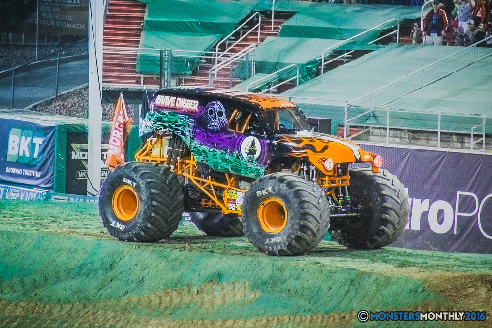 40-the-monster-jam-world-finals-racing-championship-pictures-2016-sam-boyd-stadium-las-vegas-monstersmonthly.jpg