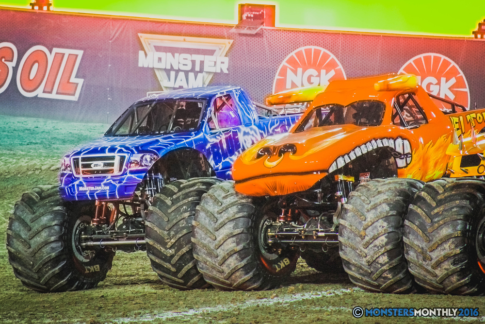 41-the-monster-jam-world-finals-racing-championship-pictures-2016-sam-boyd-stadium-las-vegas-monstersmonthly.jpg