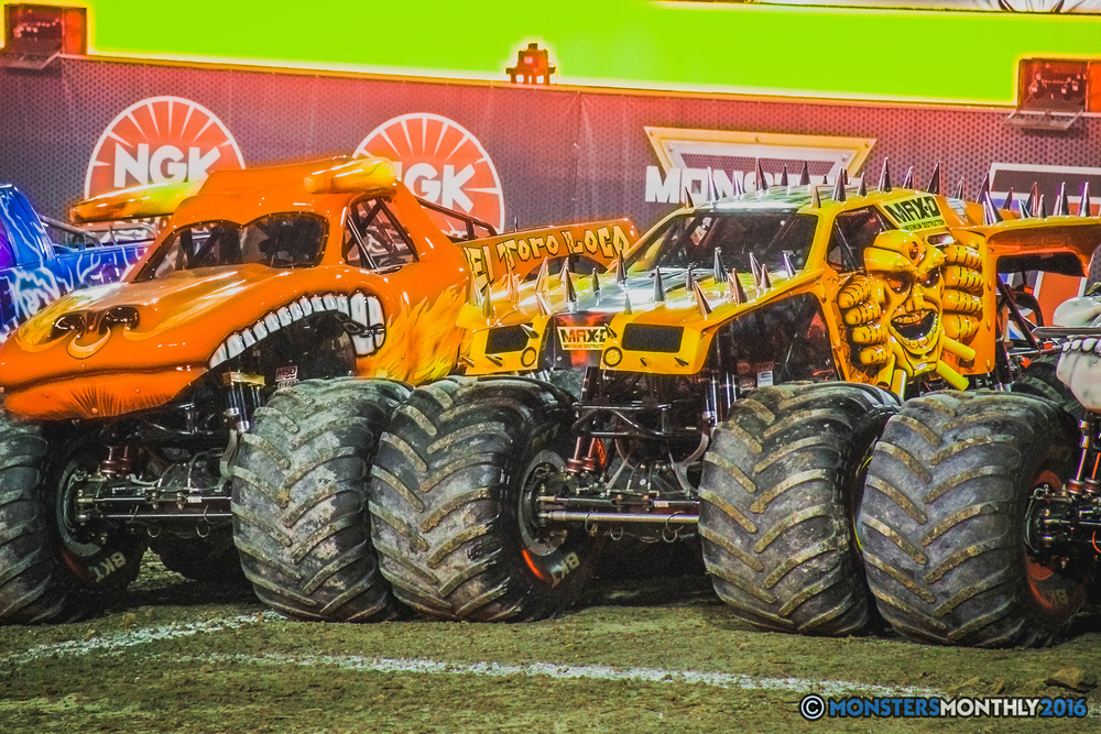 42-the-monster-jam-world-finals-racing-championship-pictures-2016-sam-boyd-stadium-las-vegas-monstersmonthly.jpg