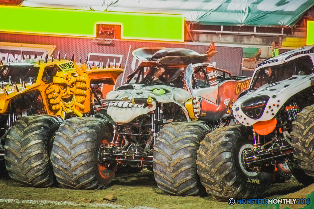 43-the-monster-jam-world-finals-racing-championship-pictures-2016-sam-boyd-stadium-las-vegas-monstersmonthly.jpg